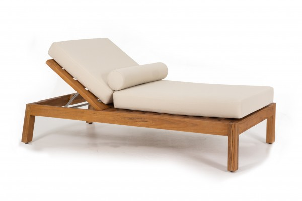 CHAISE LOUNGE POOL